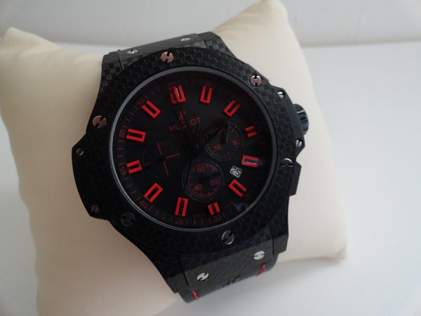 Copie Hublot Big Bang magique rouge montre de carbone